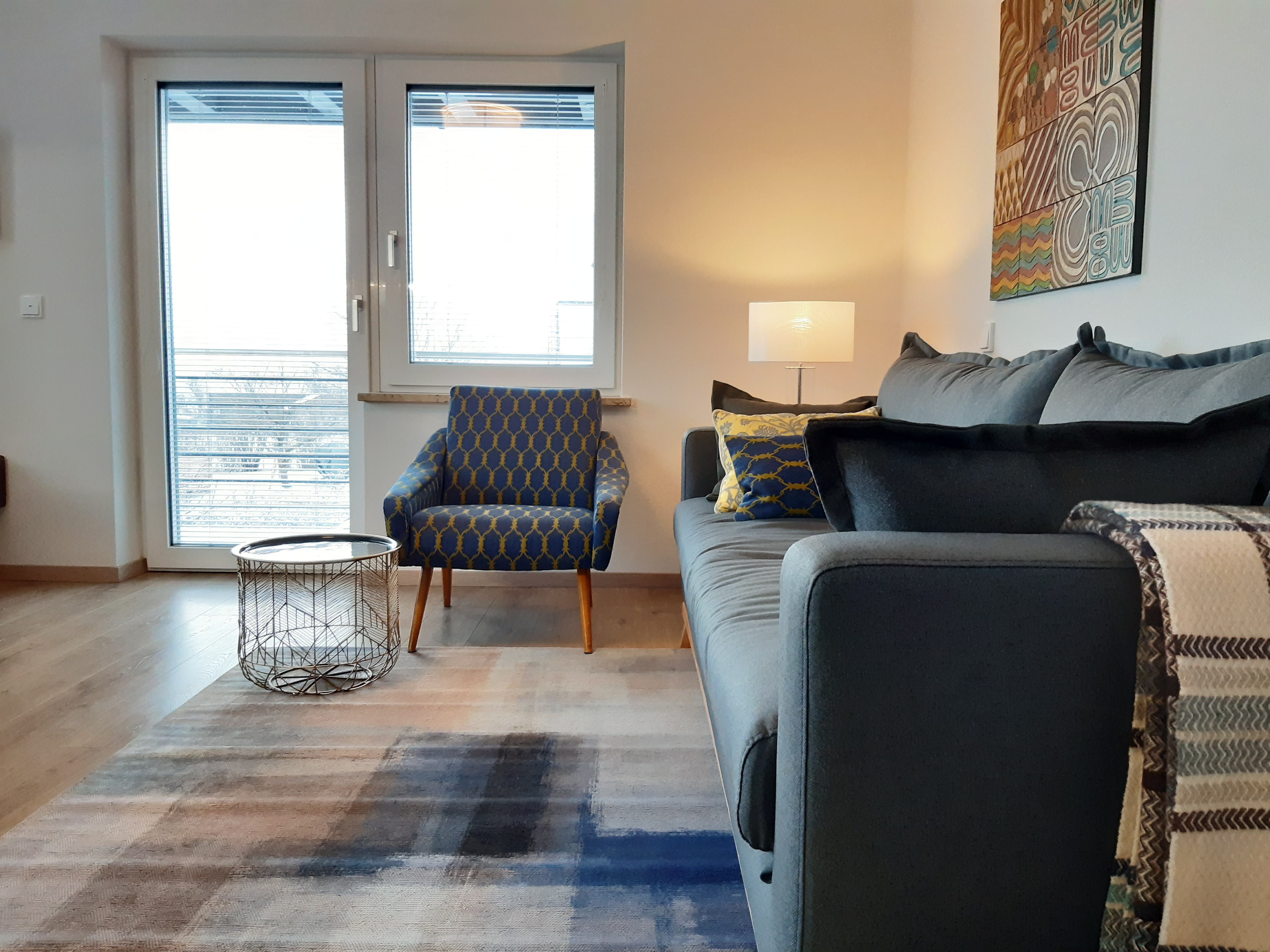 decoration-interior-alexs-varjao-decorator-germany-spain-holiday-apartments-boutique-famous-Castle-Bavarian-King-Ludwig-Schloss-Neuschwanstein-Füssen-blue-design-carpet-cozy-armchair